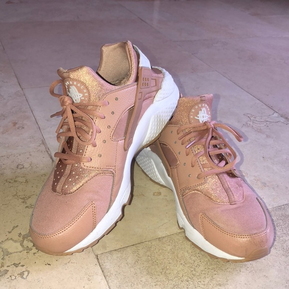 super cute undefeated x super quality Womens Nike Huarache Dusted clay/White/Gum Yellow